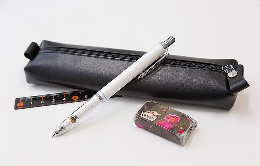 高校時代から使っているペンケース